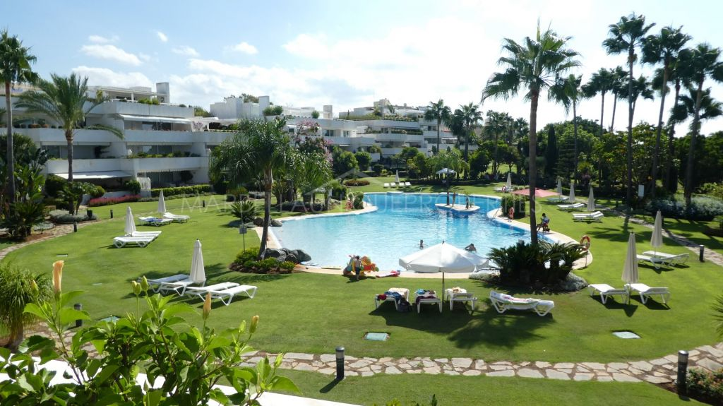 South facing 2 bedroom apartment frontline golf in Los Granados Golf