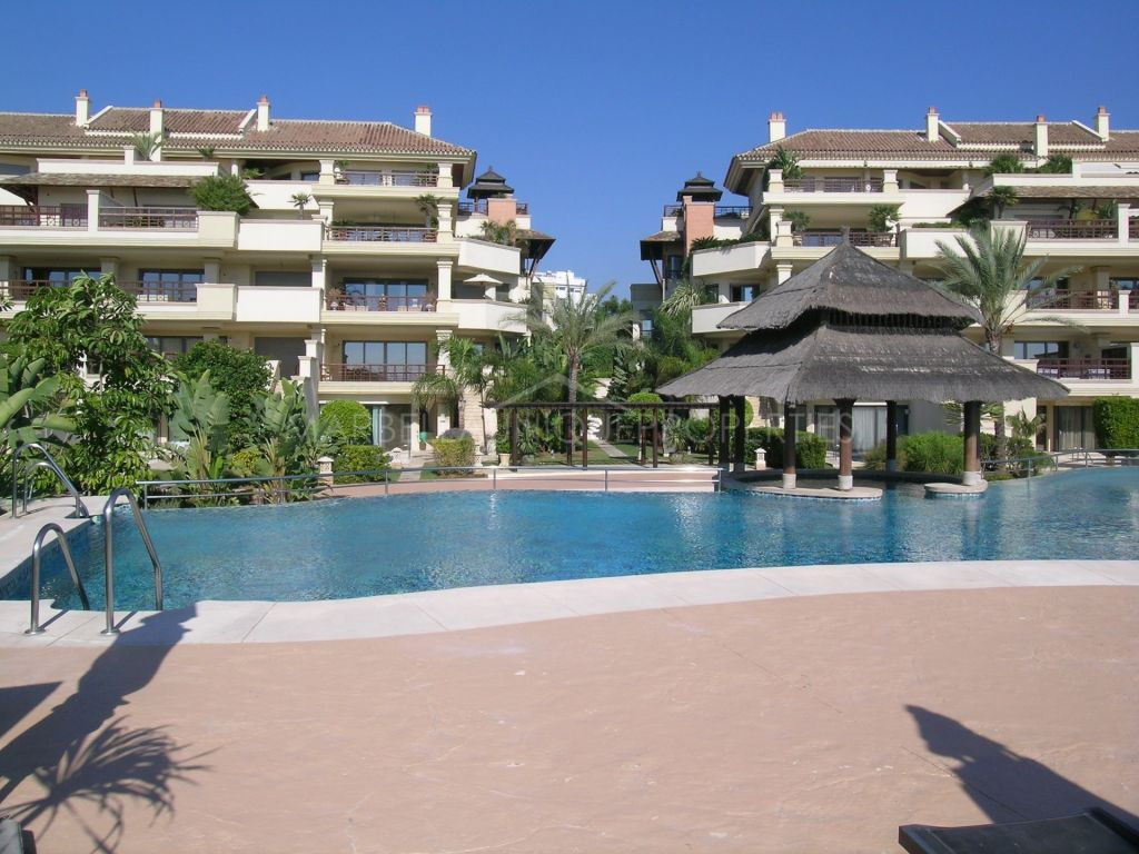 Luxury 3 bedroom duplex apartment in Laguna de Banus
