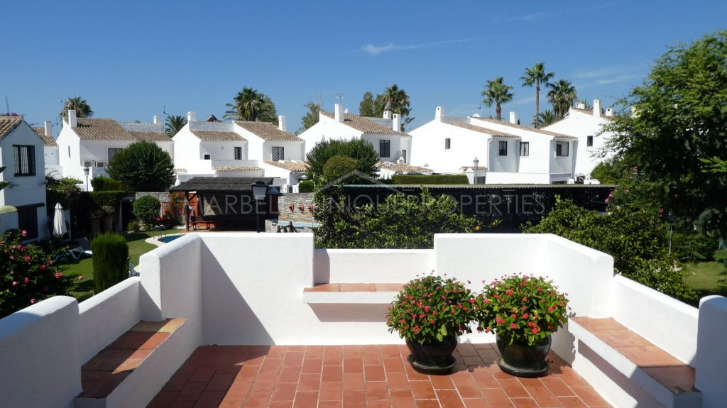 Ideal 4 bedroom beachside townhouse in San Pedro
