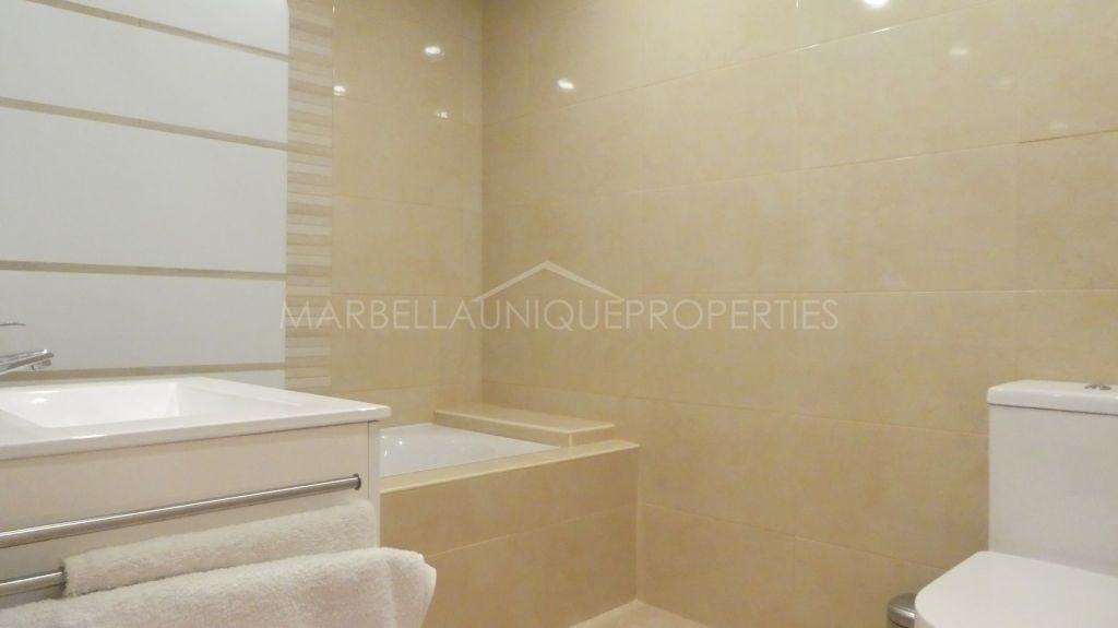 A beautifully renovated 2 bedroom apartment in the Marbella centre