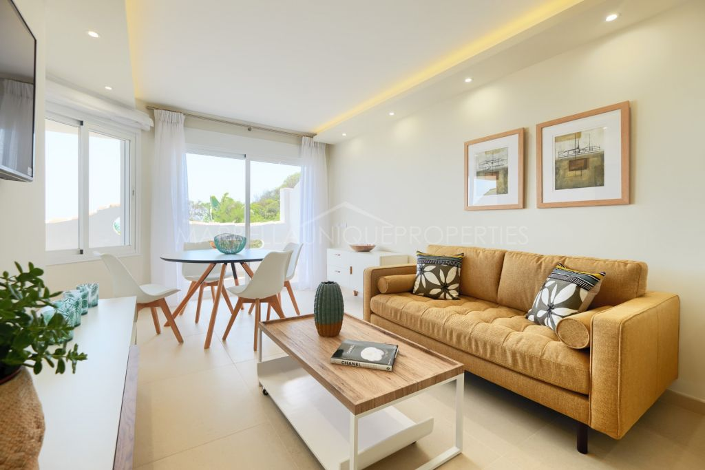 Frontline beach fully refurbished apartment in Calahonda Playa