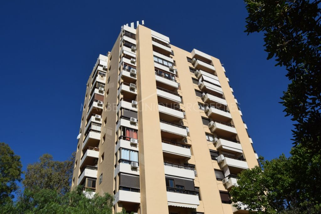 Panoramic views from this studio apartment in Torres de Aloha