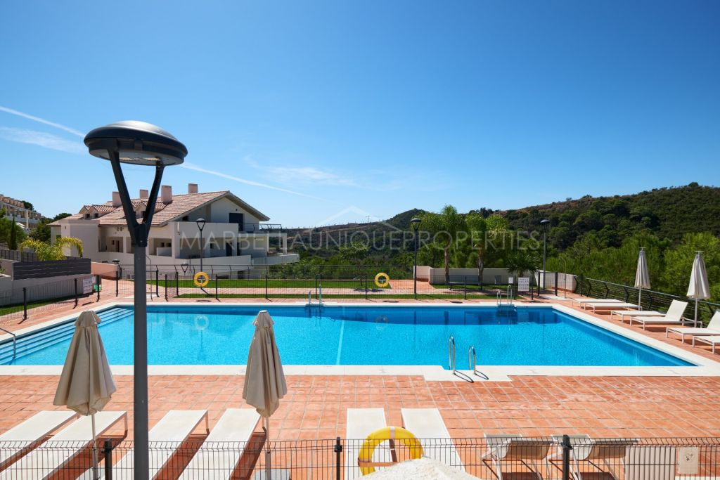 A trendy 2 bedroom apartment in La Resina Golf, New Golden Mile