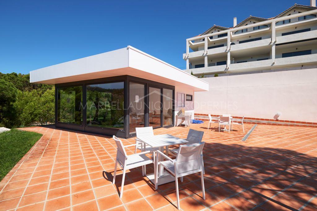 A trendy 2 bedroom apartment in La Resina Golf, New Golden Mile