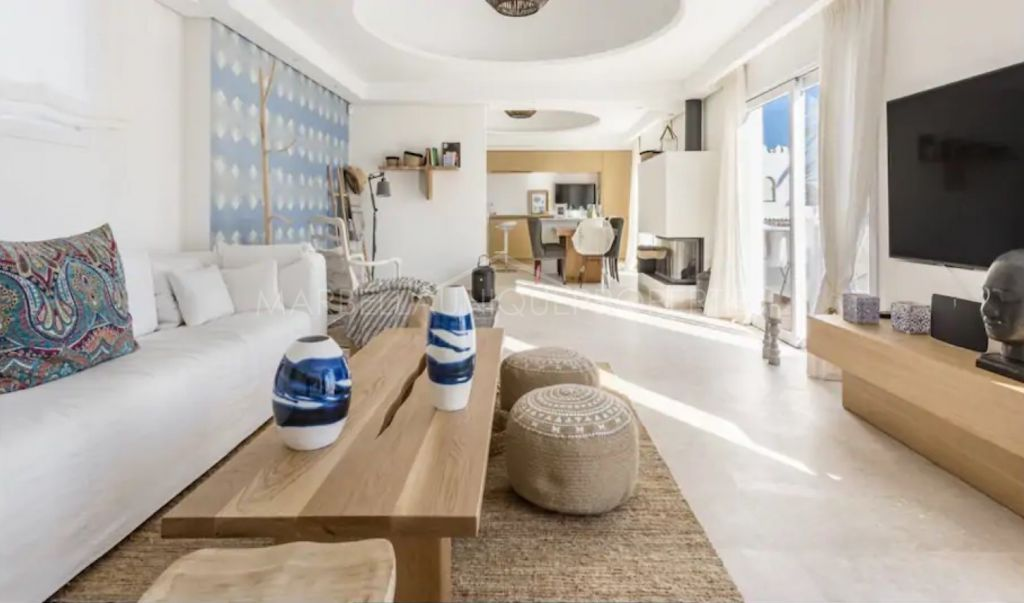 Fabulous luxury townhouse frontline beach in El Oasis Club