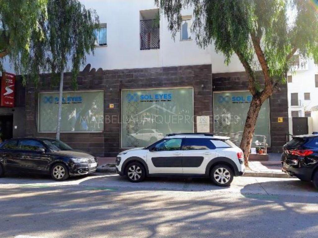 Prime location ground floor commercial premises in Puerto Banus
