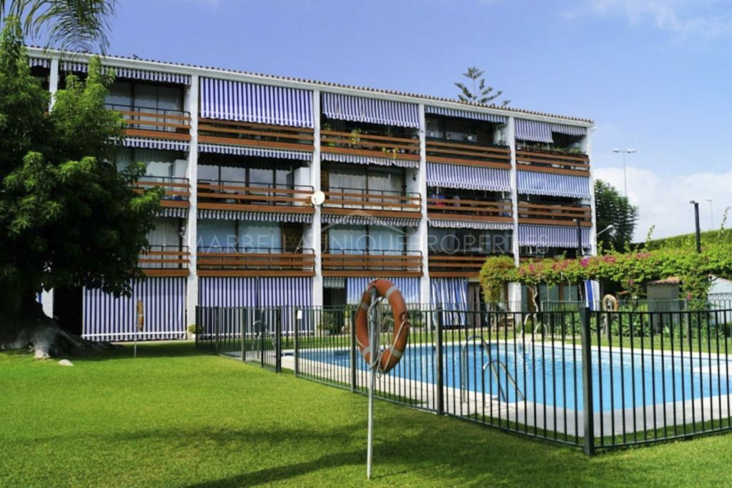Opportunity beachside apartment in Cortijo Blanco