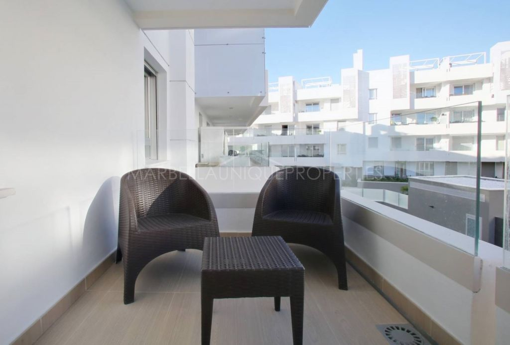 A modern 2 bedroom beachside apartment in San Pedro