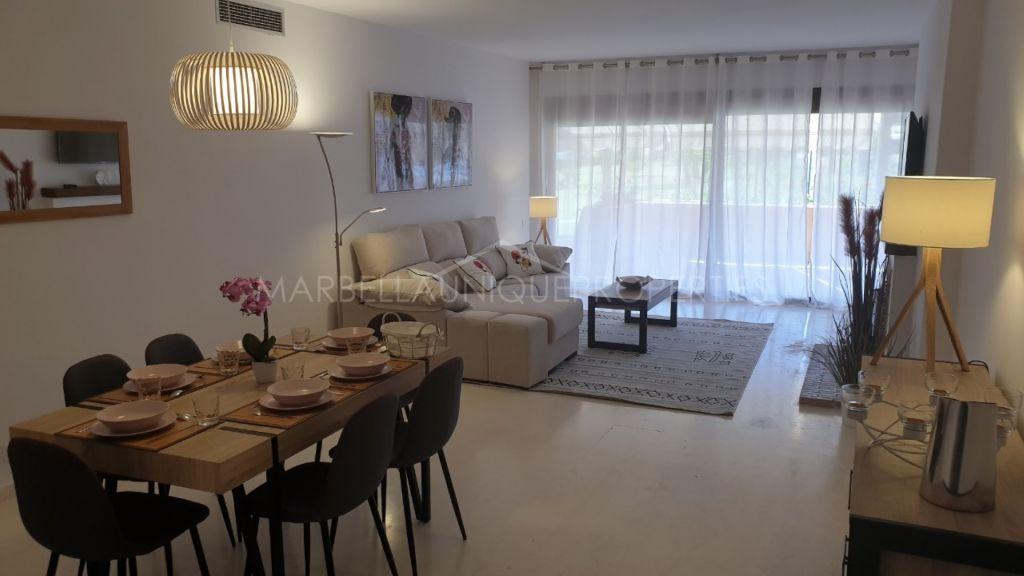 Elegante apartamento de 2 dormitorios en planta baja en La Cartuja del Golf