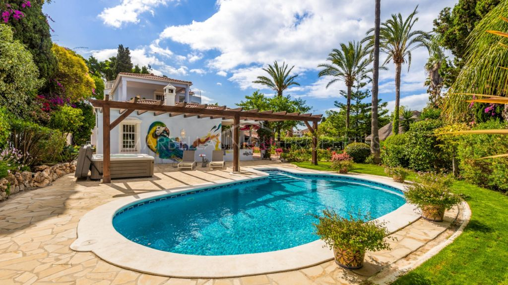 6 bedroom villa in Marbella town center