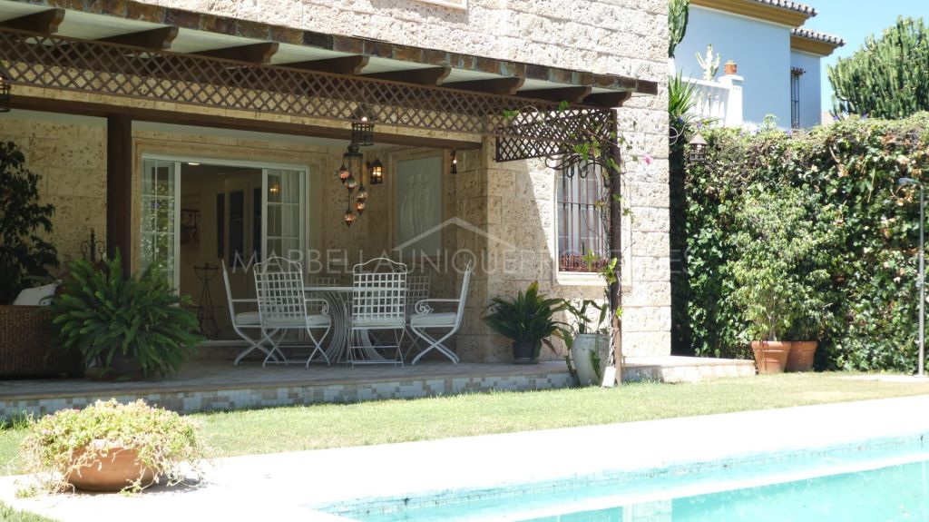 Classical style private 4 bedroom villa in Nueva Andalucia