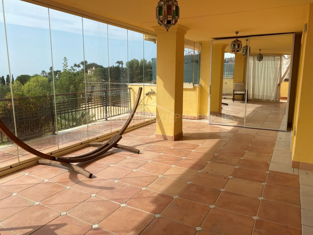 Exclusive ground floor in Sierra Blanca adapted for people with reduced mobility and private pool