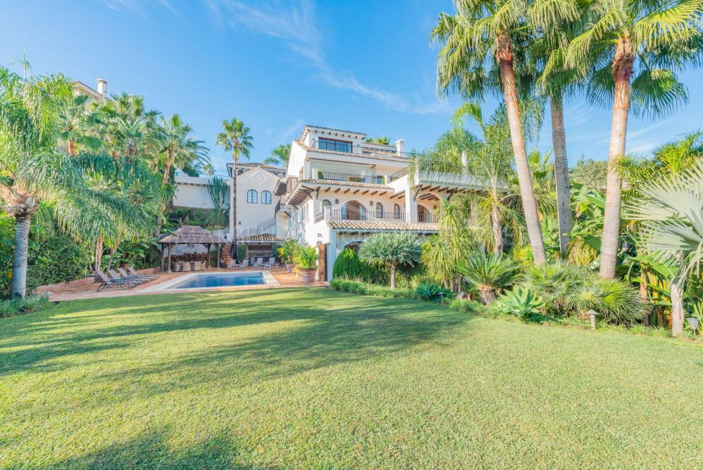 Sensational 6-bedroom villa in Nueva Andalucia