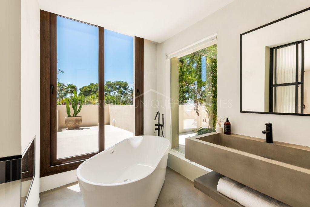 Brand new beachside villa in Los Monteros Playa