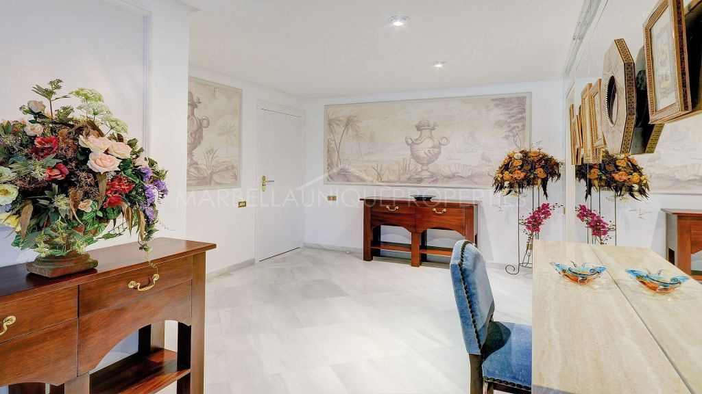 A 5 bedroom luxurious apartment in Don Gonzalo, Marbella town