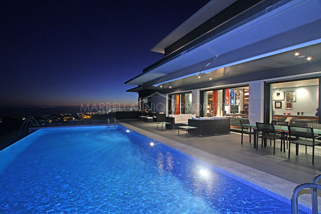 Impresionante villa moderna de 5 dormitorios con vistas panorámicas en Altos de Los Monteros