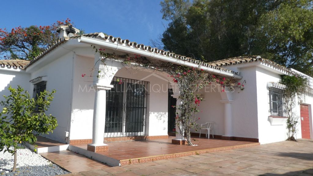 Beachside villa to refurbish in El Saladillo