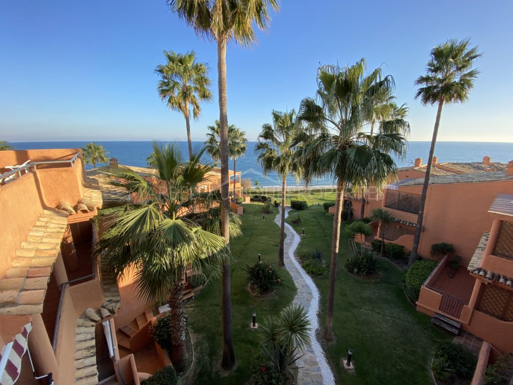 3-bedroom frontline beach penthouse in Bermuda Beach, Estepona