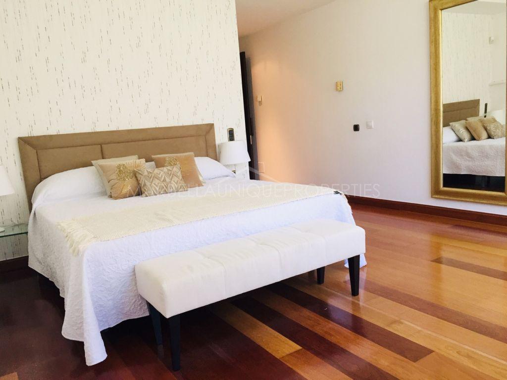 Apartamento de Lujo en Primera Linea de Puerto Banus.