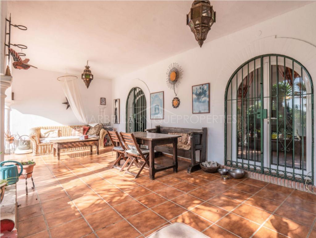 A charming beachside villa on one level in El Paraiso Barronal