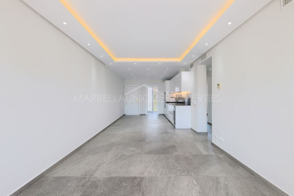 A 2 bedroom fully refurbished south facing apartment in Costalita