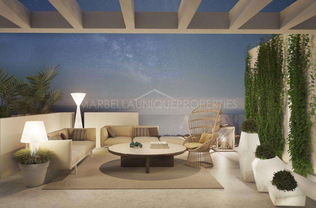 A top quality brand new contemporary 5 bedroom villa in Los Flamingos