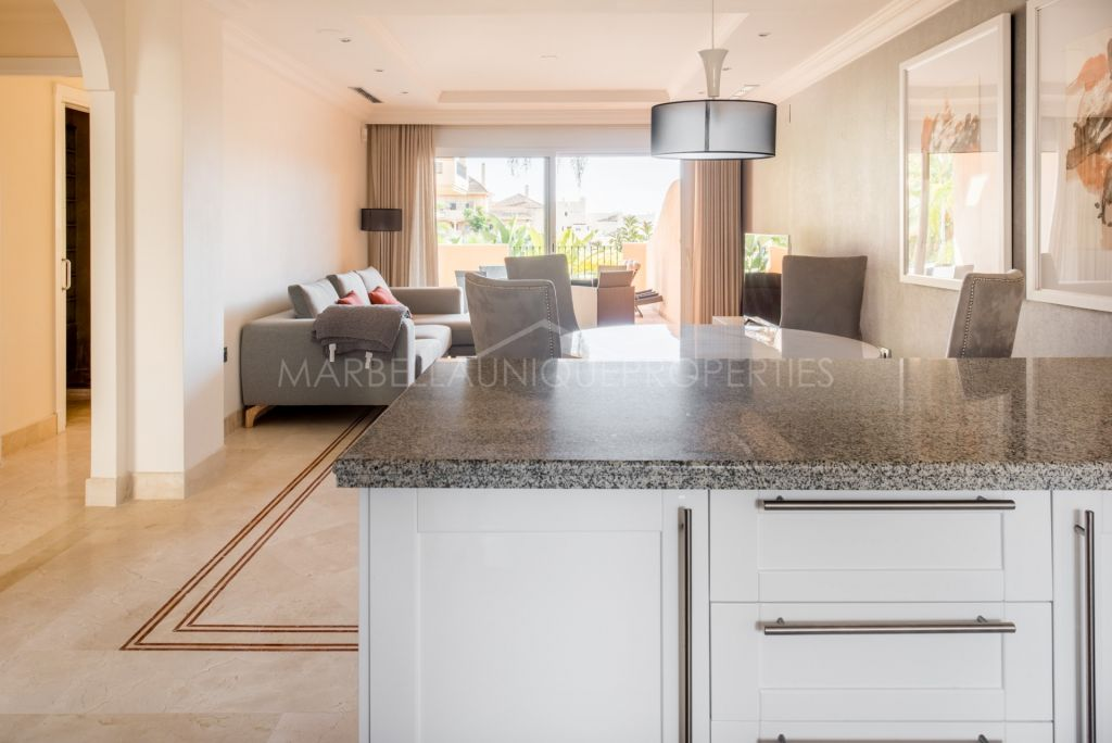 Large 2 bedroom apartment in Aloha Hill Club, Nueva Andalucia