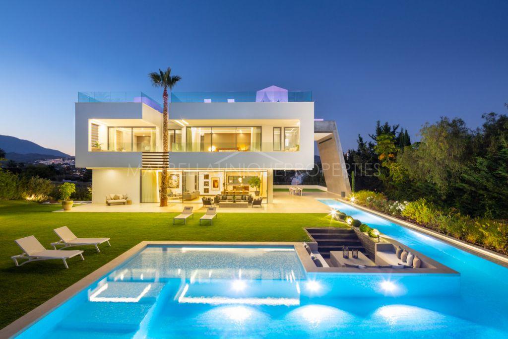 Brand-new villa located in the heart of Nueva Andalucia.