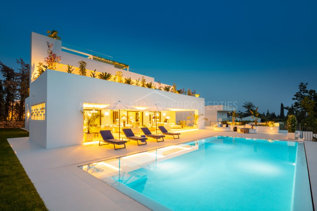 Luxury villa for sale in the centre of the Golf Valley of Nueva Andalucia.