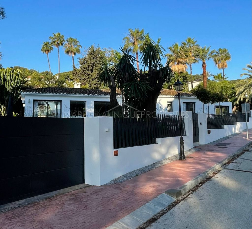 FULLY RENOVATED FAMILY VILLA IN A TRANQUIL RESIDENTIAL AREA IN NUEVA ANDALUCIA
