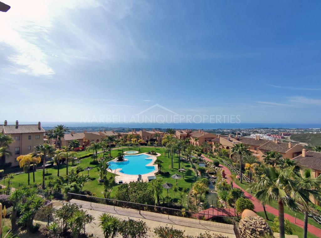 MAJESTIC VIEWS, 3 BEDROOM PENTHOUSE IN HACIENDA DE SEÑORIO DE CIFUENTES EN BENAHAVIS