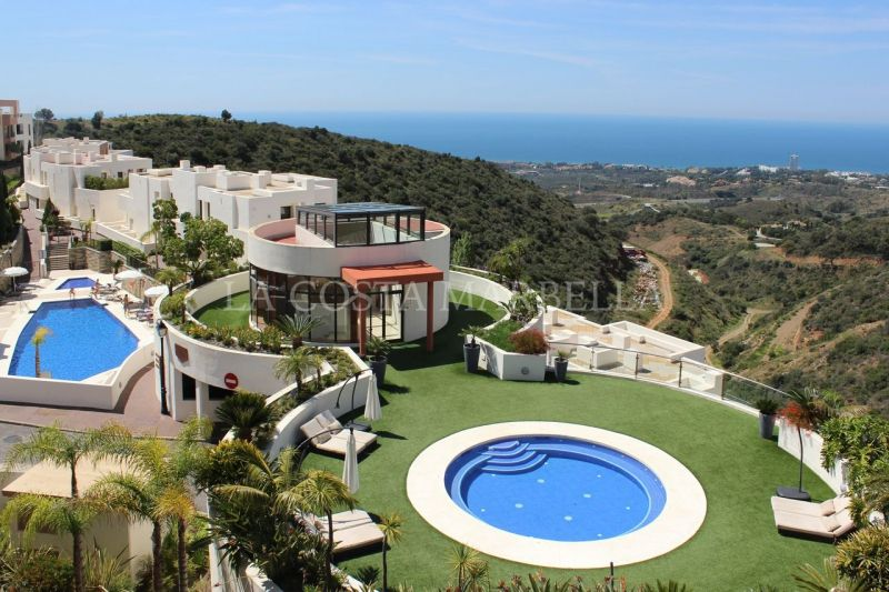 Marbella East, Middle floor apartment with breath taking sea views