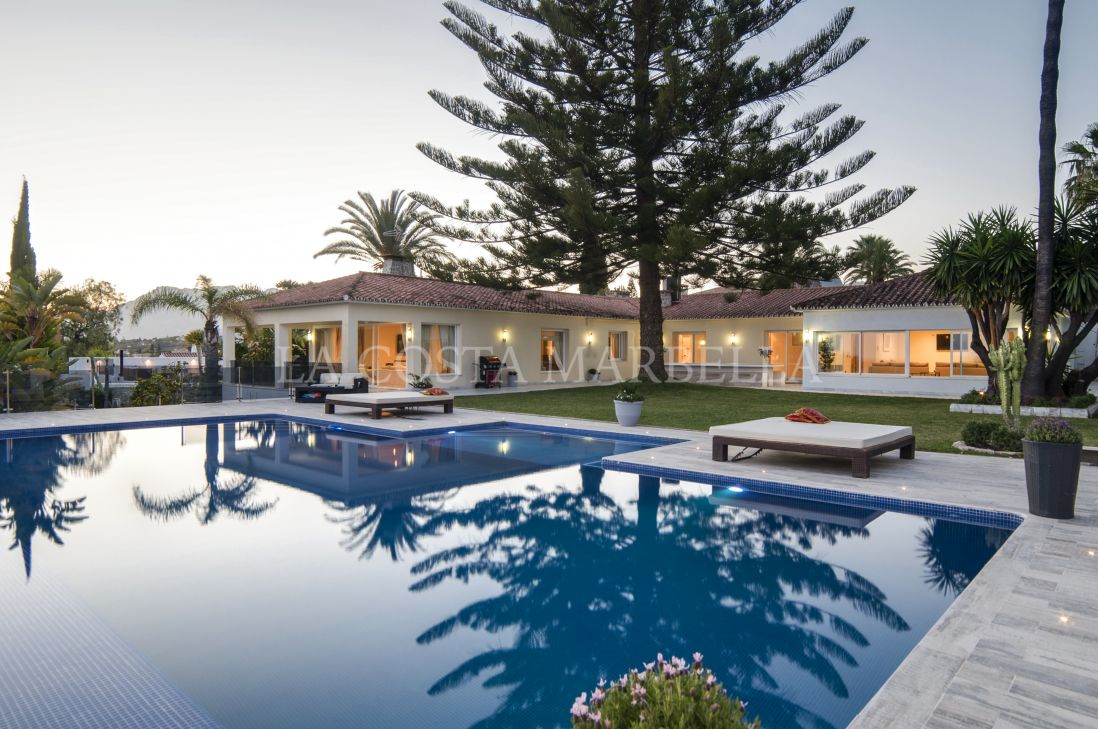 Marbella East, Modern, elegant and with stunning view villa in Elviria