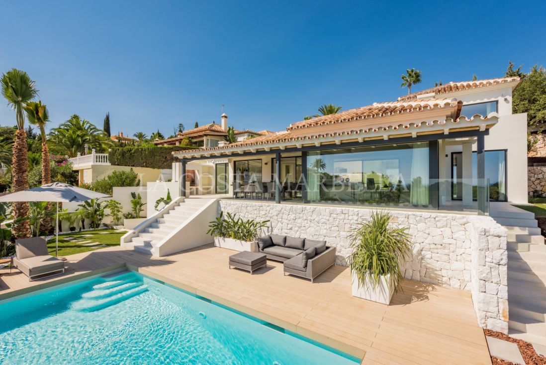 Marbella East, A modern, complete and charming villa in the green valley of Elviria