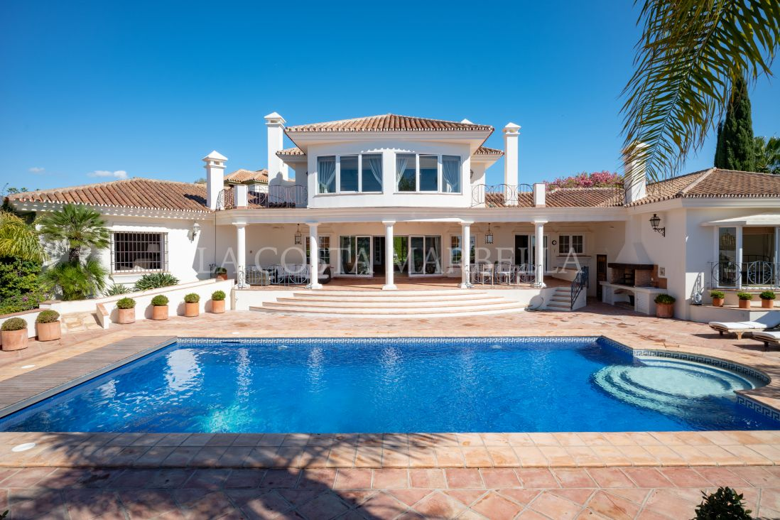 Marbella East, Great south orientated villa with sea views from ground floor.
