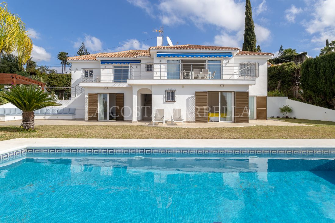 Marbella East, Beautiful sea view villa in Elviria