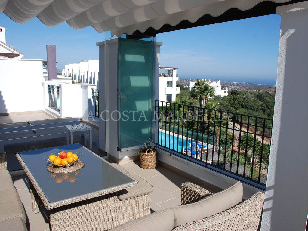 Ojen, La Mairena - Luxurious 2 bed, 2 bathroom Penthouse with beautiful costal views.
