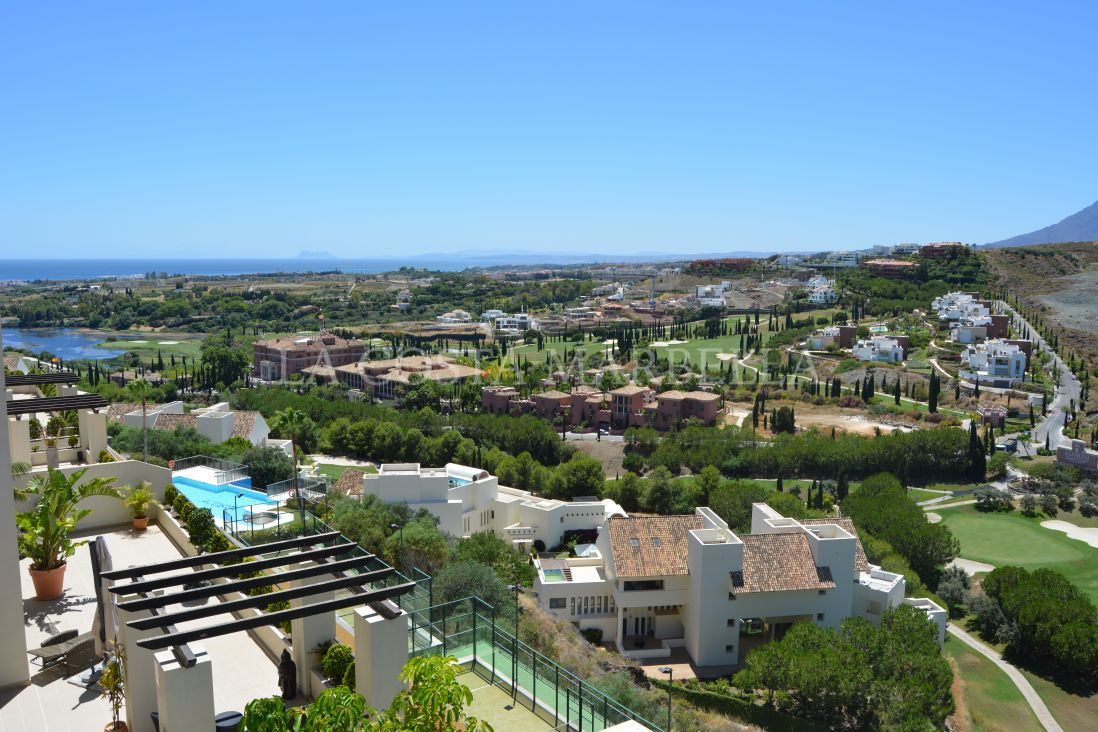 Benahavis, Apartment, Close to Golf, Equipped Kitchen, Parking: Two Car Garage, Communal Pool, Garden: Community with Pool, Facing: Southwest Views: Africa, Bay, Breathtaking, Coastal, Countryside, Near sea, Excellent, Gibraltar, Golf, Green Zones, Lake, Mountain