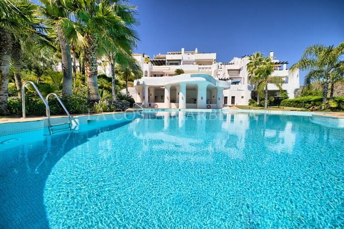 Benahavis, Large, 3 bedroom, corner, elevated, ground floor apartment for sale with sea views in La Quinta Golf near Nueva Andalucia, Marbella