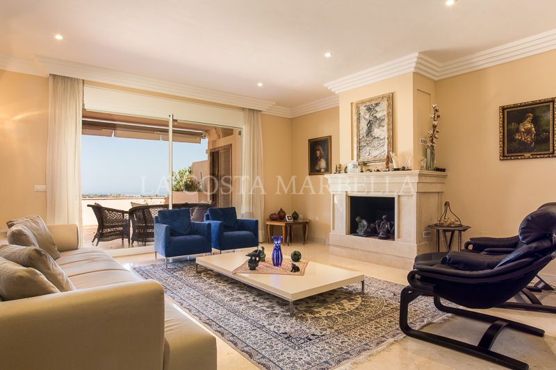Nueva Andalucia, Beautiful duplex penthouse with panoramic sea views for sale in Nueva Andalucia, Marbella