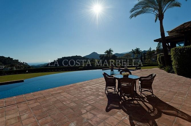Benahavis, Beautiful 4 bedroom villa for sale in La Zagaleta near Marbella