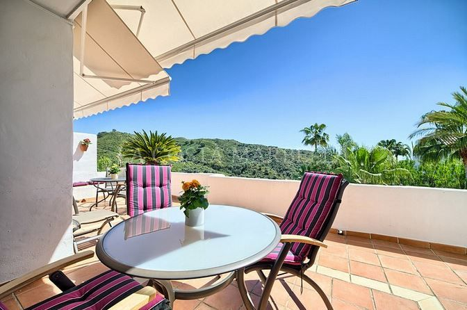 Benahavis, Beautiful 2 bedroom apartment with golf and sea views for sale in Lomas de la Quinta near Nueva Andalucia, Marbella