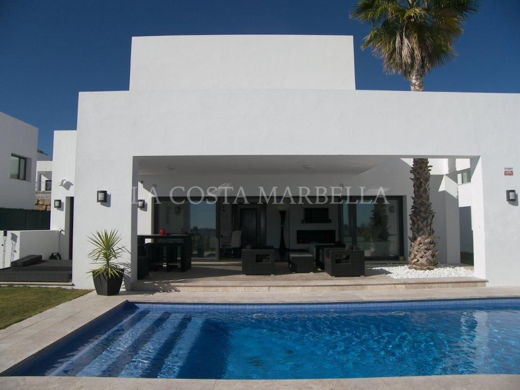 Benahavis, Luxury modern 4 bed villa with private pool