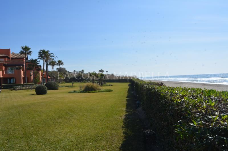 Marbella East, Magnificent beachfront duplex penthouse for sale in Los Monteros Playa, Marbella East
