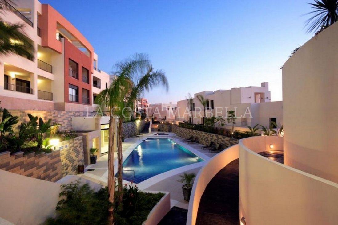 Marbella East, Modern apartment in the Hills of Los Monteros with panormaic views