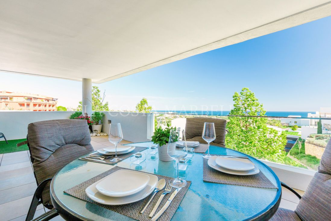 Benahavis, Contemporary apartment at Golf Los Flamingos