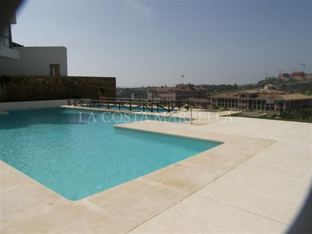 Benahavis, Frontline Golf Apartment in Los Flamingos