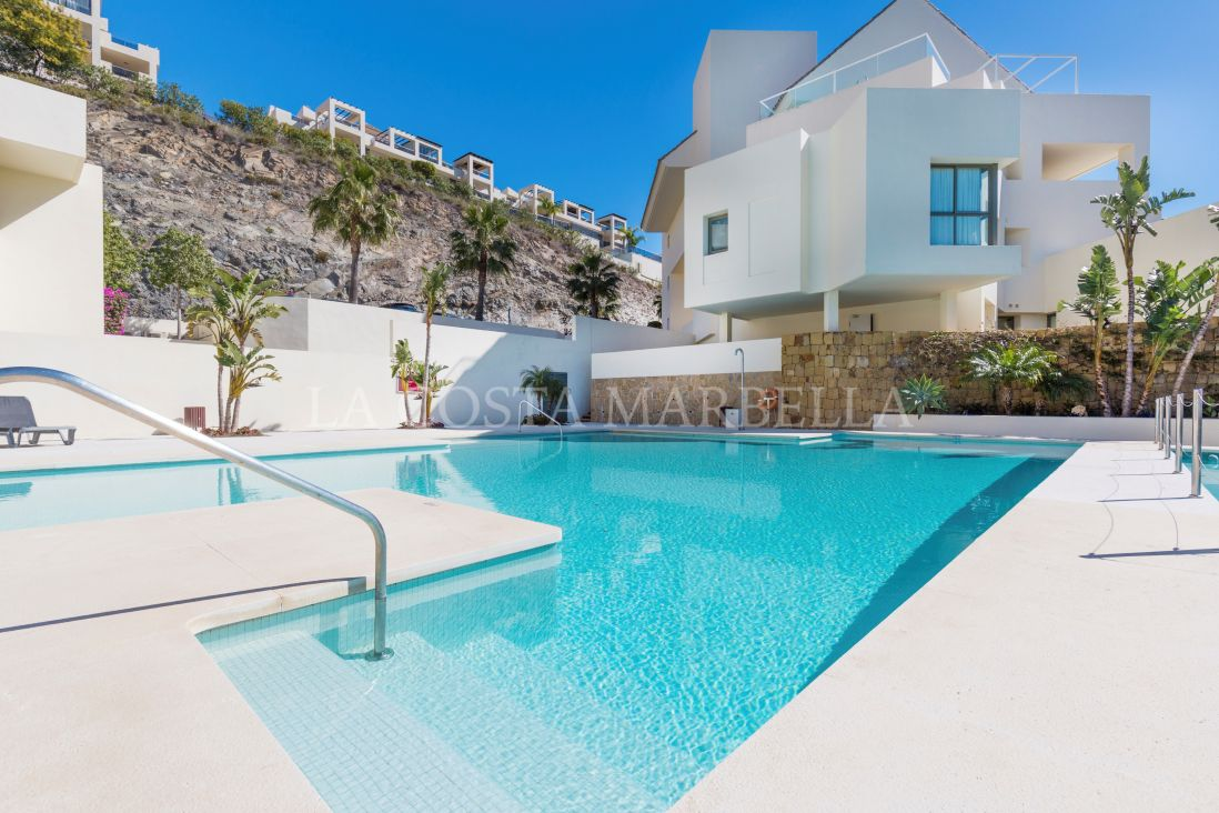 Benahavis, 2 Bed apartment to Rent in Los Flamingos