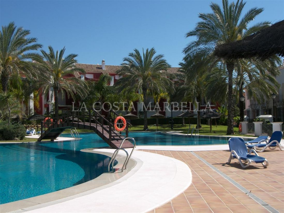 Marbella East, Wonderful 3 bedroom front line beach townhouse in Bahia de Marbella