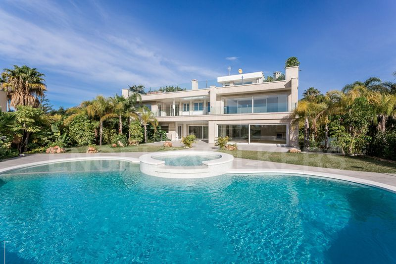 Newly built modern beachside villa for sale in Bahia de Marbella, Bahia de Marbella